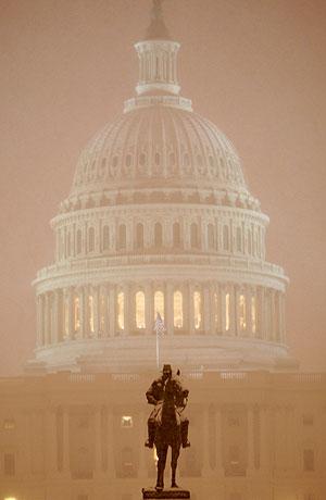 El Senado de EEUU aprueba un proyecto que recorta el gasto social