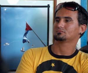 Kaloian en la inauguración de la exposición Cincuenta veces Cuba en el municipio de Colón, Matanzas