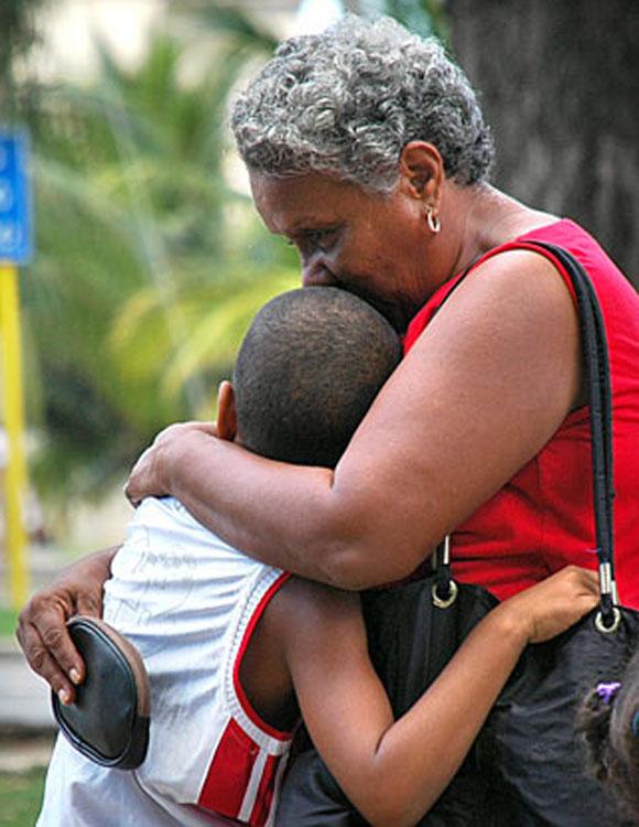 Madre expresa el amor a su hijo. Foto: Kaloian