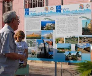 Eusebio Leal en la exposición de obras patrimoniales, Camagüey. AIN Foto: Rodolfo Blanco Cue
