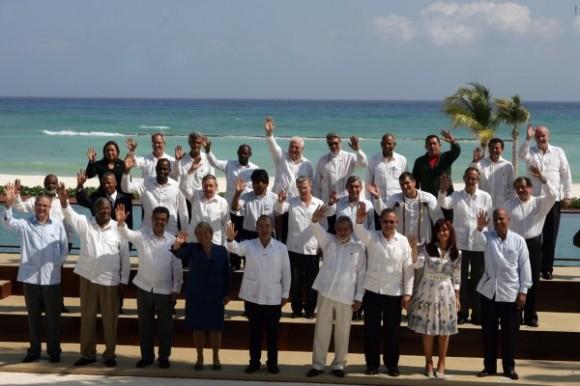 Foto de familia de la Cumbre de la Unidad. (Foto: Raúl Estrella, El Universal)