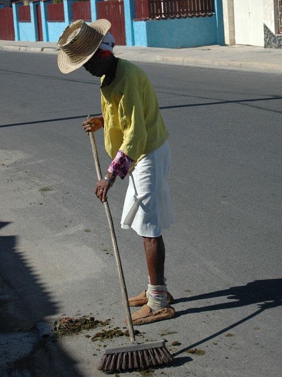 Persona que atiende la limpieza de la calle