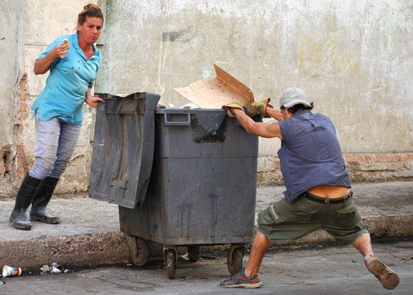 Personal de comunales, atiende la limpieza de cada barrio