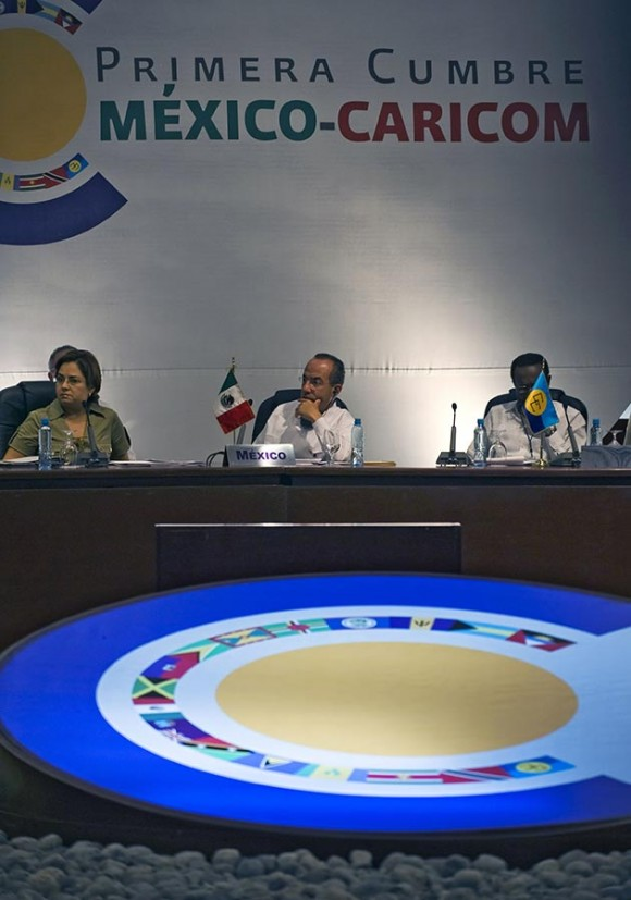Inaugura Calderón Cumbre de la Unidad en México. Foto: AFP