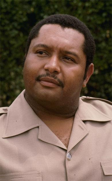 """El ex dictador Jean-Claude """"Baby Doc"""" Duvalier, durante una conferencia de prensa en su rancho en las afueras de Puerto Príncipe en 1980. La familia del ex dictador puede recuperar por lo menos $ 4,6 millones en cuentas en bancos suizos. Foto: Archivo/AP"""