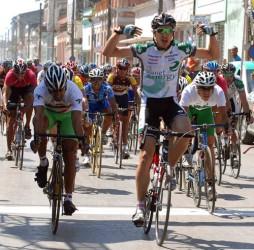 keven-lacombe-ciclista-canadiense
