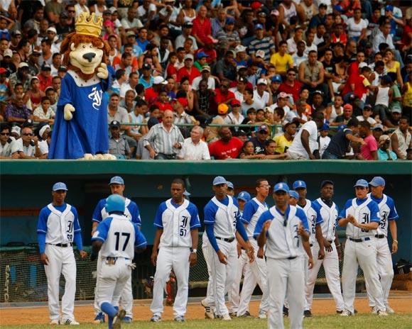 Industriales estará en los play off del béisbol cubano Leones-capital-cuba