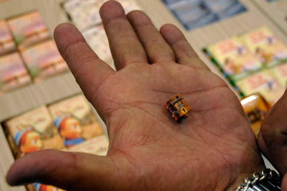 Los dos libros más extraños del mundo Libro-mas-pequeno-07