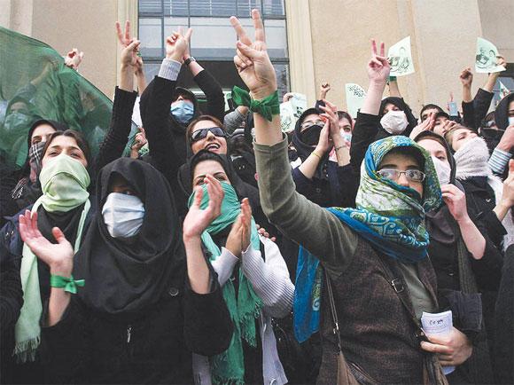 """Las manifestaciones declaradas como """"no violentas"""" por voceras y voceros de los """"movimientos"""" tienen como propósito subvertir el orden público. Foto: Correo del Orinoco"""