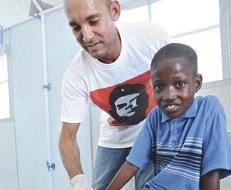 Presidente haitiano visita a médicos cubanos que combaten el cólera  (+ Video)