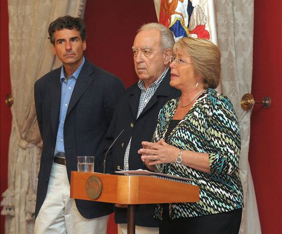 Bachelet le habla a Chile1