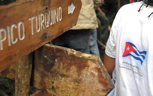 Señalización que guía la ruta al Pico Turquino. Foto: Kaloian