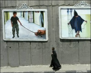 Las torturas infligidas por soldados de EEUU a presos en Abu Ghraib conmocionaron al mundo islámico. - B. MEHRI / AFP