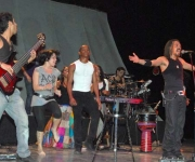 El músico cubano X Alfonso, compositor y productor de música afrocubana fusión, acompañado de su nueva banda, durante el concierto que ofreció en el teatro Tomás Terry de Cienfuegos, el 31 de enero de 2010, como parte de los festejos por el aniversario 120 de esa institución cultural. AIN Foto: Modesto Gutierrez Cabo