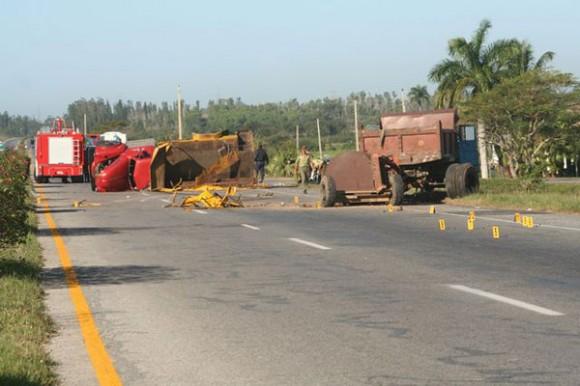 Trágico accidente de tránsito se reportó en el kilómetro 126 de la autopista Habana-Pinar del Río, con un saldo preliminar de siete muertos y 40 lesionados, de ellos nueve de gravedad. Autor: Osbel Concepción