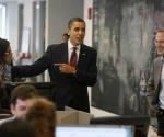 El presidente de Estados Unidos, Barack Obama, saluda a los trabajadores de la empresa Opower, compañía que se especializa en la fabricación de sistemas de cómputo ahorradores de energía, después de hablar el pasado viernes de la importancia de la energía limpia y la creación de empleosFoto Ap