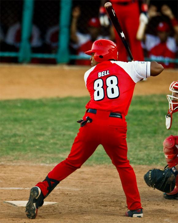 Alexei Bell pegó su octavo jonrón con bases llenas de la temporada. Foto: Alex Castro