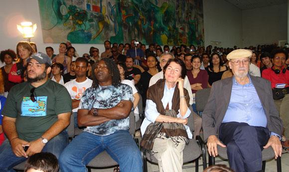 Kcho, Zurbano y Retamar presentes en el intercambio del grupo Calle 13 con jóvenes artistas en la Casa de las Américas, Cuba. Foto: Marianela Duflar