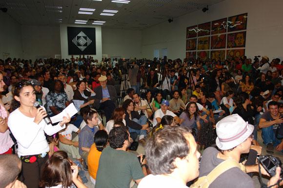 La Casa de las Américas desbordada público que asistió al intercambio con el grupo Calle 13. Foto: Marianela Duflar