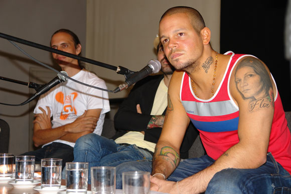 René Pérez de Calle 13 en el intercambio con jóvenes artistas en la Casa de las Américas, Cuba. Foto: Marianela Duflar