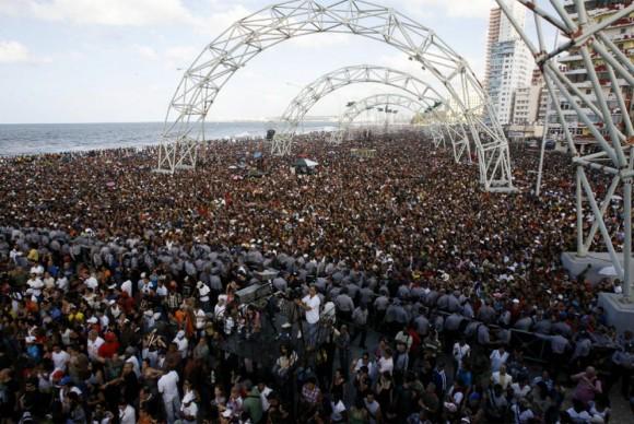 Más de 200 000 personas asistieron al concierto de Calle 13. Foto:  AP