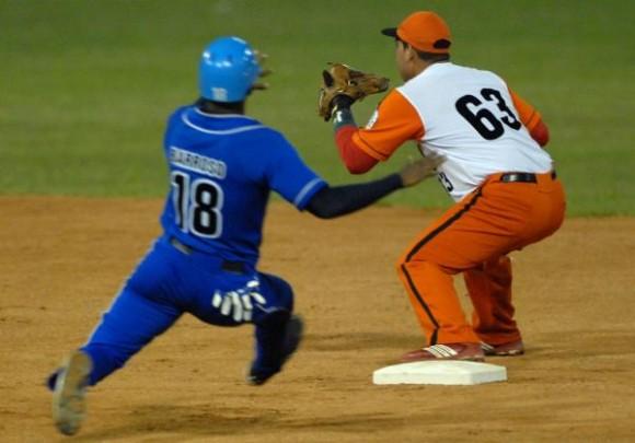 Segundo juego entre los equipos de Industriales y Villa Clara en la final de Serie Nacional de Béisbol. Foto Marcelino Vázquez / AIN