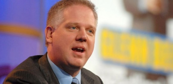 El presentador de Fox News, Glenn Beck, difunde ideas conspirativas sobre Obama.