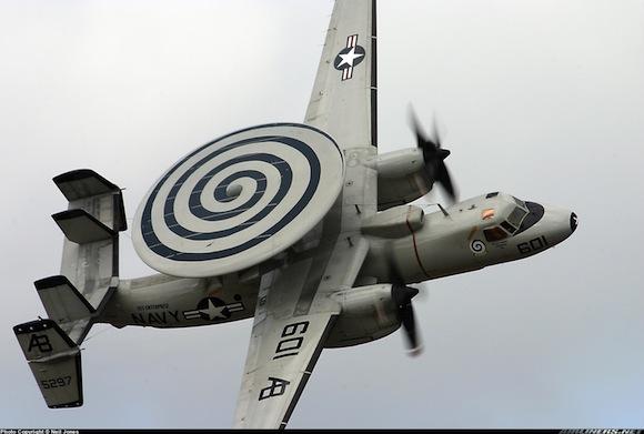 El Grumman E-2C Hawkeye, avión radar de los EEUU.