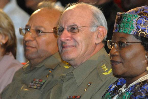 El General de Cuerpo de Ejercito, Abelardo Colome Ibarra (C), miembro del Buró Político del Partido Comunista de Cuba y Héroe de la Republica de Cuba, presidio el acto político por el Aniversario XX de la Republica de Namibia, en la Sala Universal de las Fuerzas Armadas Revolucionarias (FAR), en Ciudad de La Habana, el 19 de marzo de 2010. A su lado Claudia Grace Uushona (D), embajadora de Namibia en Cuba, y el General de Cuerpo de Ejército Leopoldo Cintra Frías (Polo) (I), viceministro primero de las FAR y miembro del Buró Político. AIN Foto: Marcelino VAZQUEZ HERNANDEZ