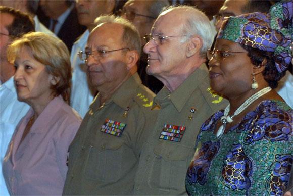 El General de Cuerpo de Ejercito, Abelardo Colome Ibarra (CD), miembro del Buró Político del Partido Comunista de Cuba y Héroe de la Republica de Cuba, presidio el acto político por el Aniversario XX de la Republica de Namibia, en la Sala Universal de las Fuerzas Armadas Revolucionarias (FAR), en Ciudad de La Habana, el 19 de marzo de 2010. Junto a el Claudia Grace Uushona (D), embajadora de Namibia en Cuba, el General de Cuerpo de Ejército Leopoldo Cintra Frías (Polo) (C izq.), viceministro primero de las FAR y miembro del Buró Político, y Yadira García (I), ministra de la Industria Básica. AIN Foto: Marcelino VAZQUEZ HERNANDEZ