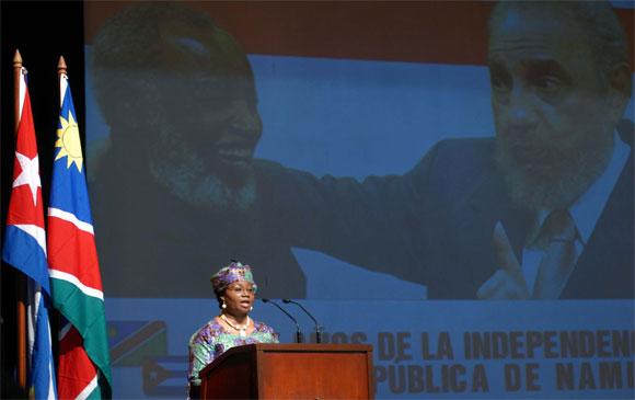 Intervención de Claudia Grace Uushona, embajadora de Namibia en Cuba, en el Acto Político por el Aniversario XX de la Republica de Namibia, en la Sala Universal de las FAR, en Ciudad de La Habana, el 19 de marzo de 2010. AIN Foto: Marcelino VAZQUEZ HERNANDEZ