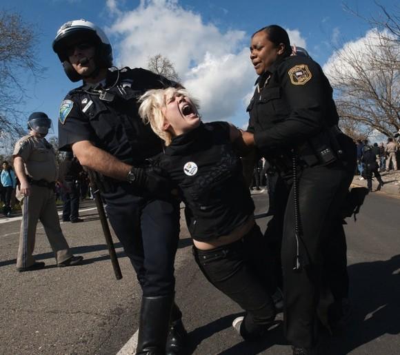 policias-contra-estudiantes1