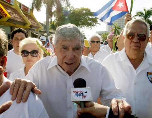 Posada Carriles en la marcha de ayer, 25 de marzo de 2010, en Miami. Foto: Reuters