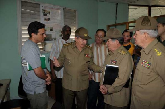 Raúl Castro se reunió con el Consejo de Defensa Provincial de Santiago de Cuba. Foto: Geovani Fernández / Juventud Rebelde