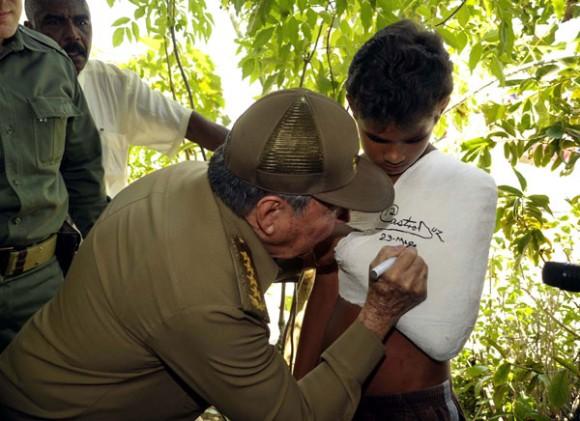 Amplio recorrido de Presidente Raúl Castro por la provincia de Guantánamo