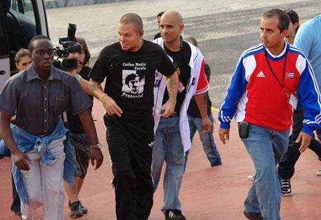 René Pérez al llegar al concierto traía camiseta con la imagen de Carlos Muñiz Varela. Foto: Marianela Dufflar, Cubadebate