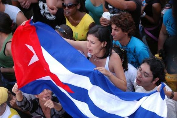 """Actuación de la agrupación puertorriqueña de música urbana, Calle  13, en la tribuna antiimperialista """"José Martí"""", en La  Habana,Cuba, el 23 de marzo de 2010. AIN FOTO/Sergio ABEL REYES"""