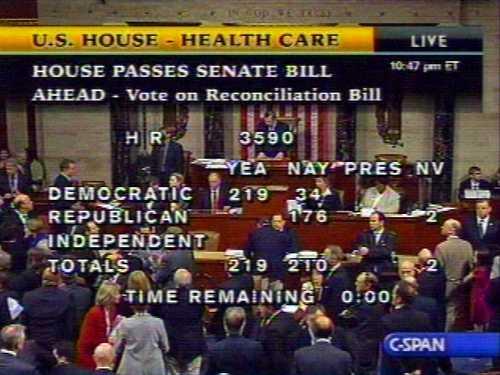 En una imagen de video, la sesión en la Cámara de Representantes, donde la iniciativa obtuvo 219 votos a favor y 212 en contra. La versión ya sancionada por el Senado, sin cambios, podría ser enviada al presidente para ser promulgada en ley a la brevedad posibleFoto Ap David Brooks Corresponsal