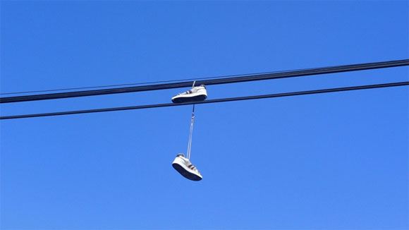zapatos-cables-electricos