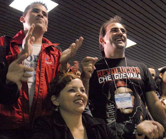 Jóvenes delegados al 9no Congreso de la Unión de Jóvenes Comunistas (UJC)