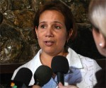 Ana Maria Mari Machado, Presidenta de la Comisión Electoral Nacional de Cuba (CEN) ofrece declaraciones a la prensa sobre la prueba dinámica realizada el 18 de abril de 2010, paso previo a los comicios parciales que se efectuarán el venidero 25 de abril. AIN Foto: Sergio Abel Reyes