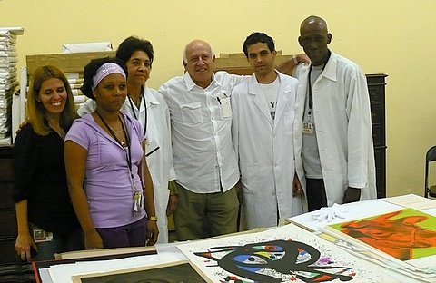 Gilbert Brownstone y el equipo de conservacion del Museo Nacional de Bellas Artes. Fotos: Margarita Alarcón.