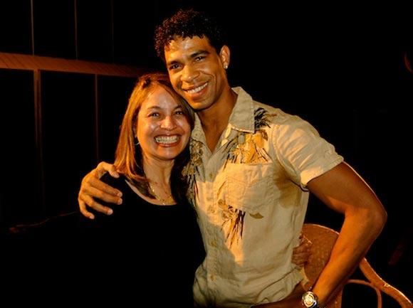 María de los Ángeles González, ex bailarina del Folclórico Nacional, y Carlos Acosta.