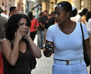 En dos años se triplicaron las líneas de celular en Cuba