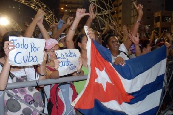 """Bajo el título """"Soy Cuba, soy Van Van"""", la orquesta Los Van Van, ofrecen un concierto en la Tribuna Antiimperialista, de la capital cubana, saludando el proceso eleccionario, el 24 de abril de 2010. AIN FOTO/ Marcelino VAZQUEZ HERNANDEZ"""