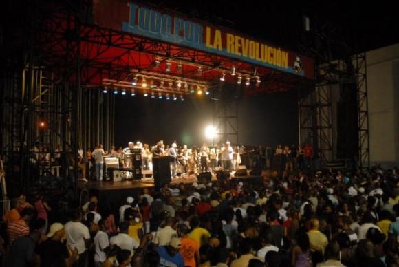 Concierto en la Tribuna Antimperialista José Martí de Los Van Van