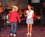 Los pequeños repentistas abrieron la Gala de nominaciones de los Premios Cubadisco 2010. Foto: Marianela Dufflar / Cubadisco