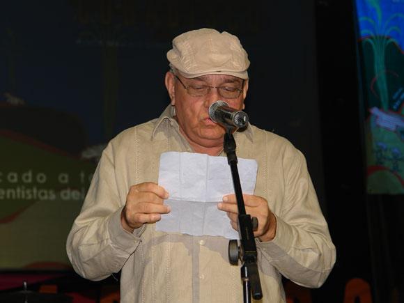 Ciro Benemelis leyó el mensaje enviado por Martirio en agradecimiento al Premio Cunadisco 2010. Foto: Marianela Dufflar / Cubadebate