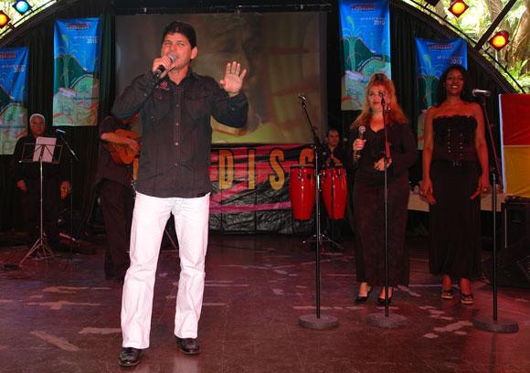 Los repentistas alegraron la Gala de nominaciones de los Premios Cubadisco 2010 con retos de pie forzados. Foto: Marianela Dufflar / Cubadebate