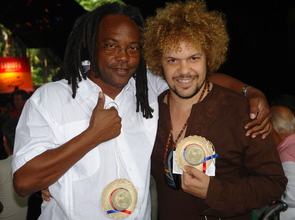 Gerardo Alfonso (I) y David Torrens (D), nominados al Premio Cubadisco 2010. Foto: Marianela Dufflar / Cubadebate